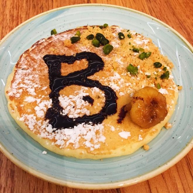 A monogrammed pancake? Pour moi?